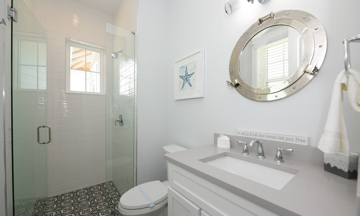 Ensuite Bathroom to Bedroom 2, Anna Maria Beach House - AMI Locals