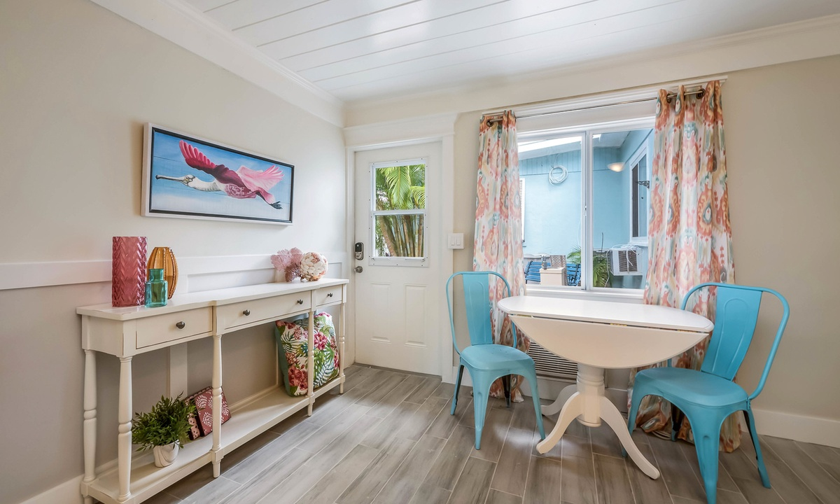 Dining table, Spoonbill Suite at Driftwood - AMI Locals