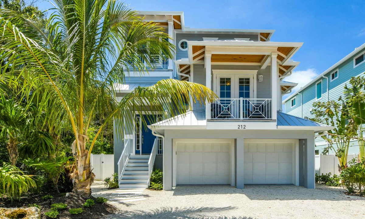 Anna Maria Beach House - AMI Locals
