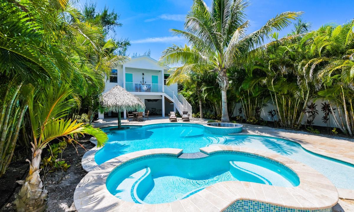 Pool, Blue Bay - AMI Locals