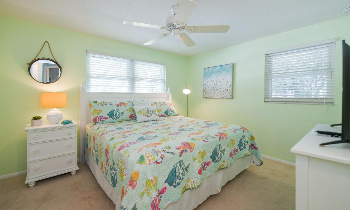 Bedroom 1, Dockside Paradise - AMI Locals