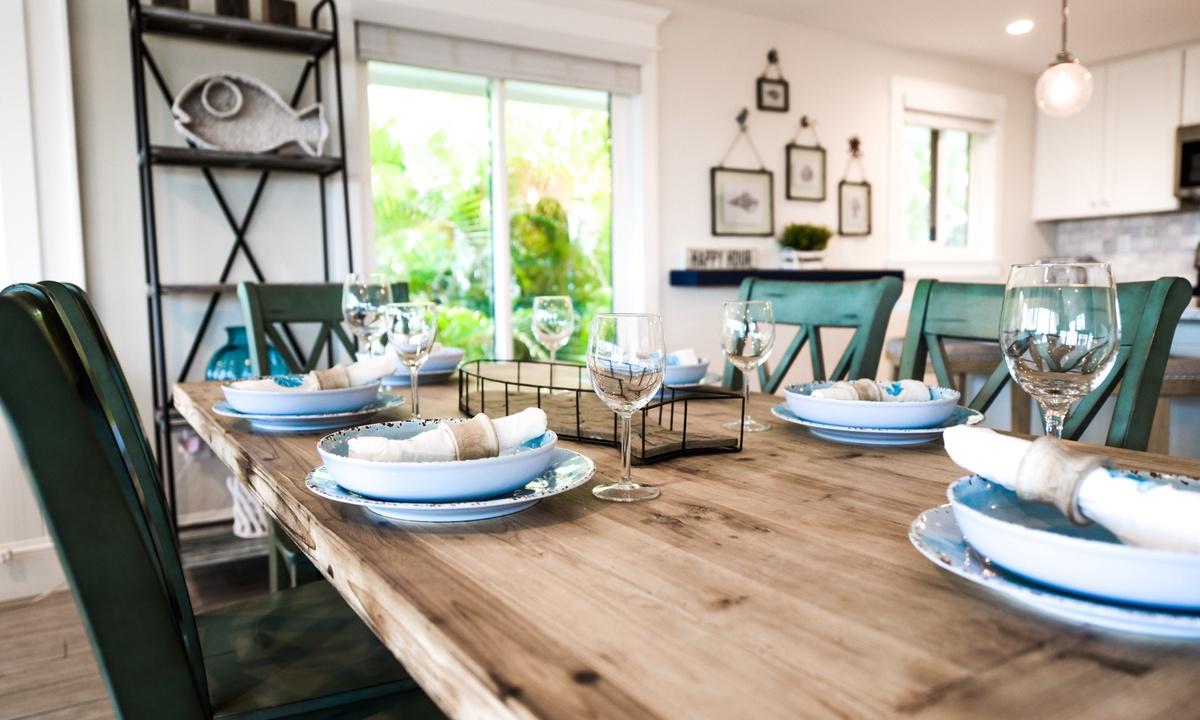 Dining table, Bay Vista - AMI Locals