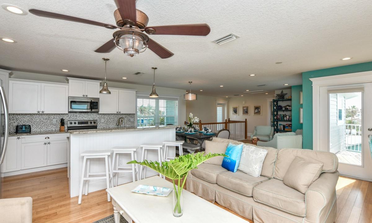 Gulf View Beach House - AMI Locals