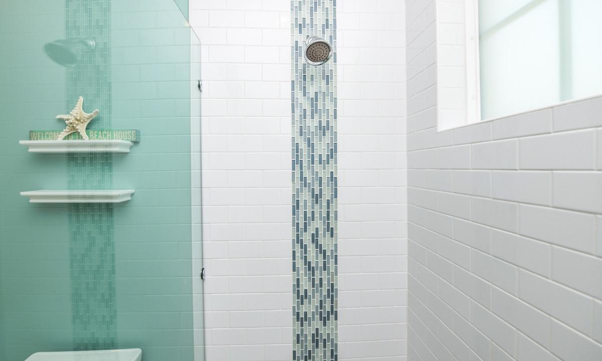 Hallway Bathroom Main Level, Coconut Cove - AMI Locals