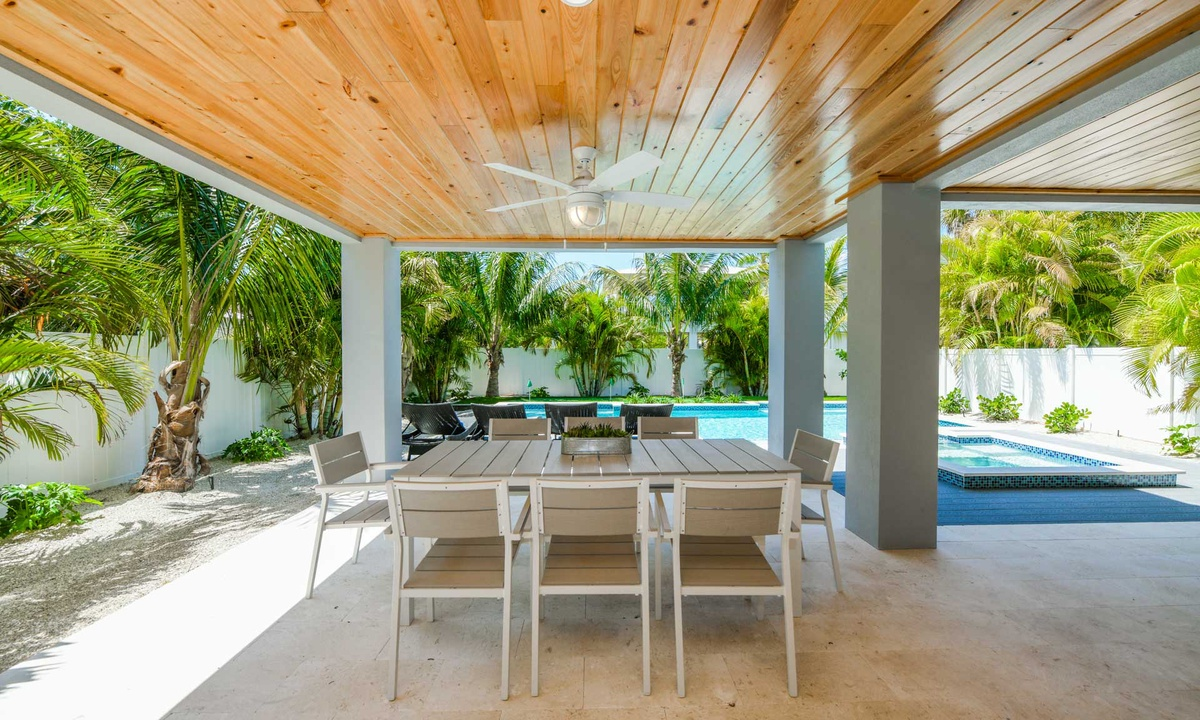 Outdoor Dining table, Anna Maria Beach House - AMI Locals