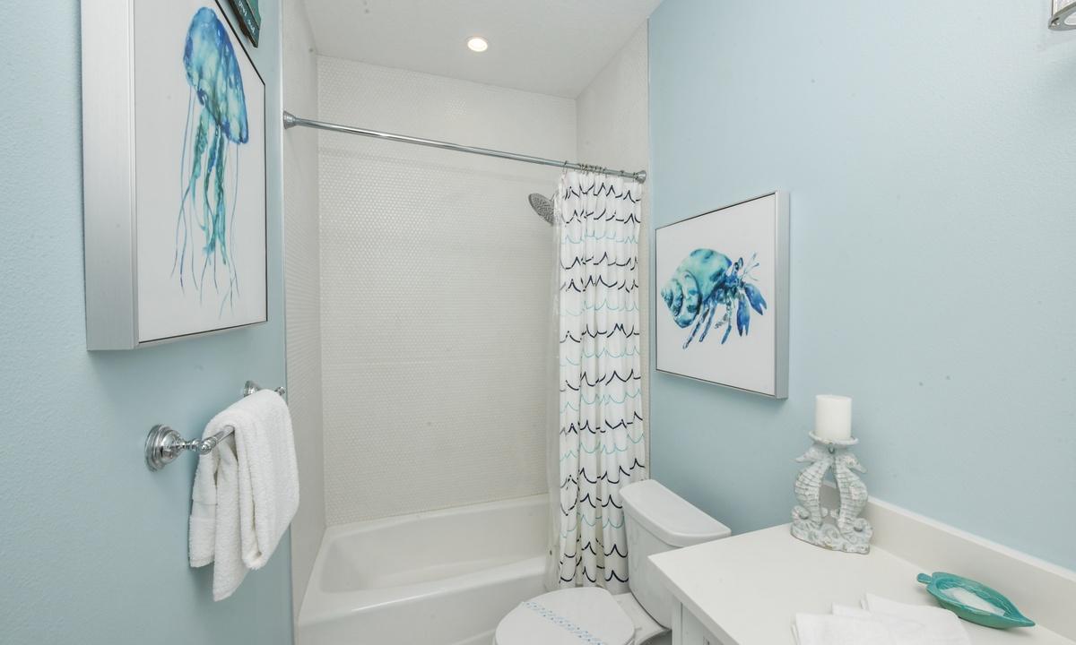 Ensuite Bathroom to Bedroom 2, Bay View Beauty - AMI Locals