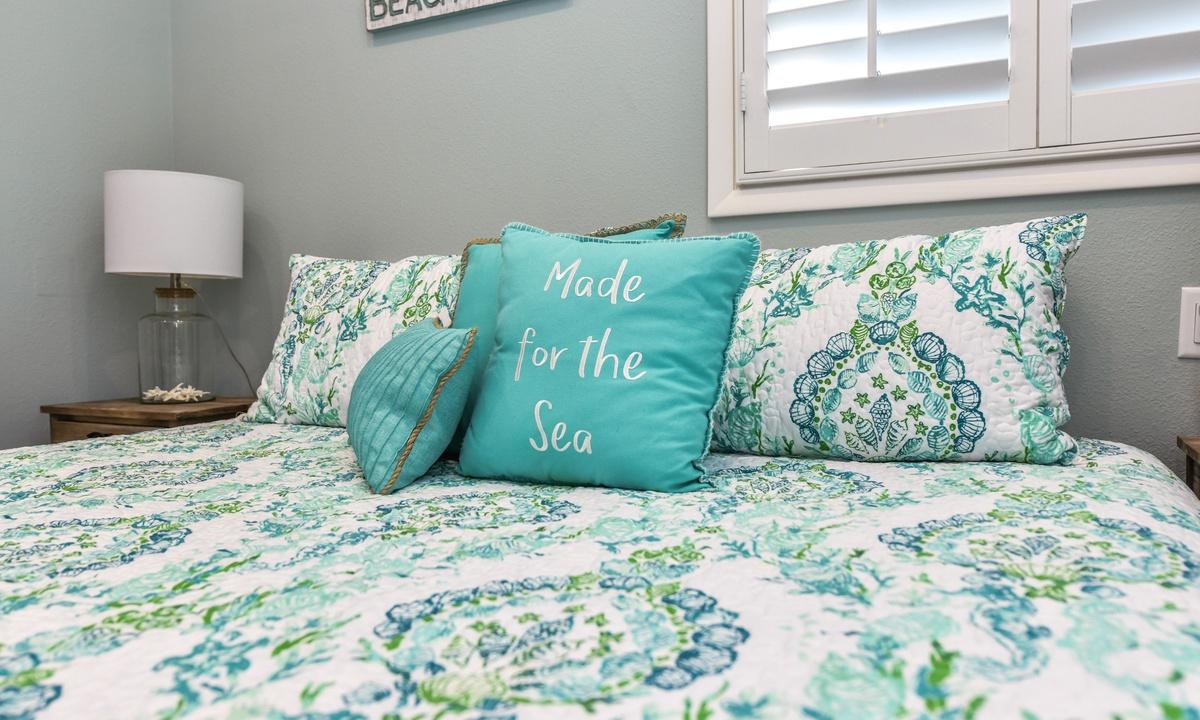 Bedroom 2, Castaway Cove - AMI Locals