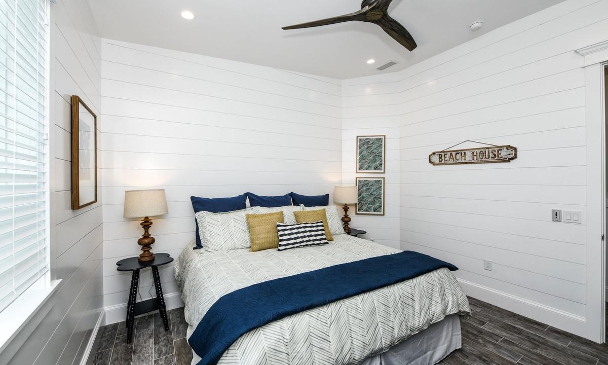 Bedroom 4, Beachfront Paradise - AMI Locals