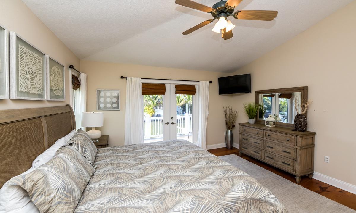 Bedroom 1 (Master Bedroom) - Good Vibrations, AMI Locals