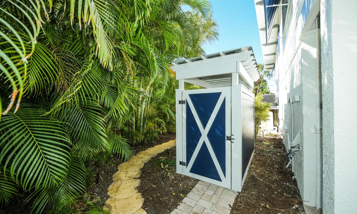 Outdoor Half Bathroom, Castaway Cove - AMI Locals