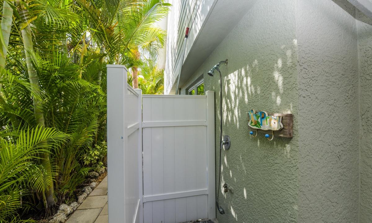 Outdoor Shower, Sea Grape Escape - AMI Locals