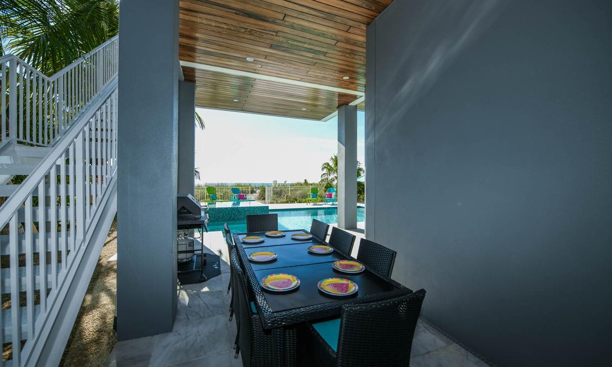 Outdoor Dining, Beachfront Paradise - AMI Locals