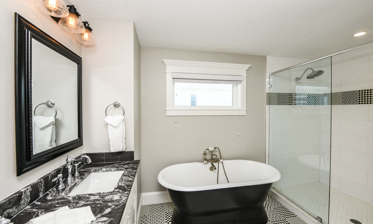 Ensuite Master Bathroom, Bay View Beauty - AMI Locals