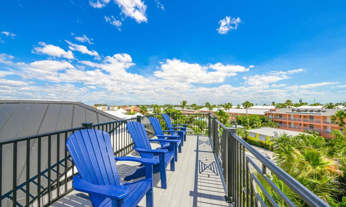Rooftop Deck, Gulf Horizons - AMI Locals
