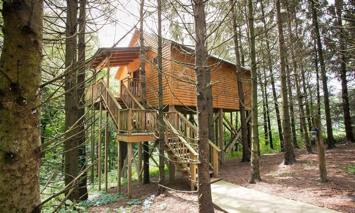 Whispering Pines Treehouse Vacation Rental In Millersburg Oh Amish Country Lodging