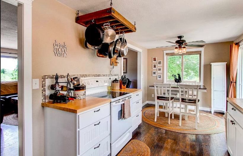 Wonderful country kitchen with dining room attached