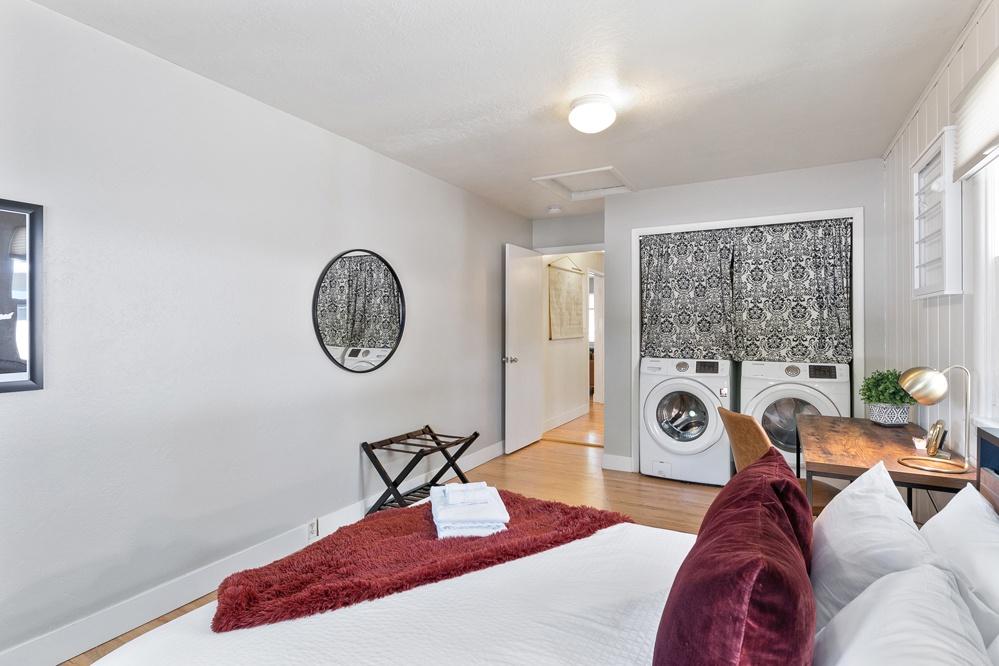 Bedroom 3: Queen w/Laundry access