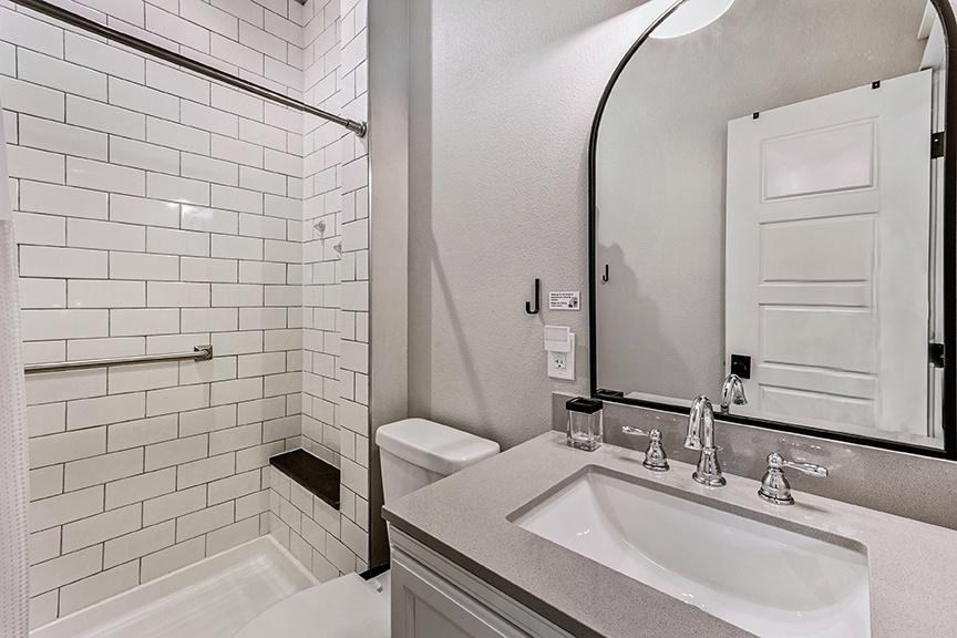Bathroo 1:3/4 bath with shower