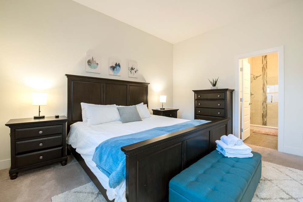 Master bedroom: King with attached bath