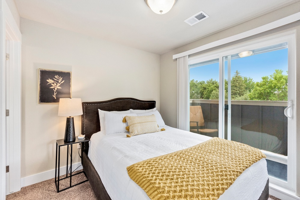 Queen size bed and cozy patio