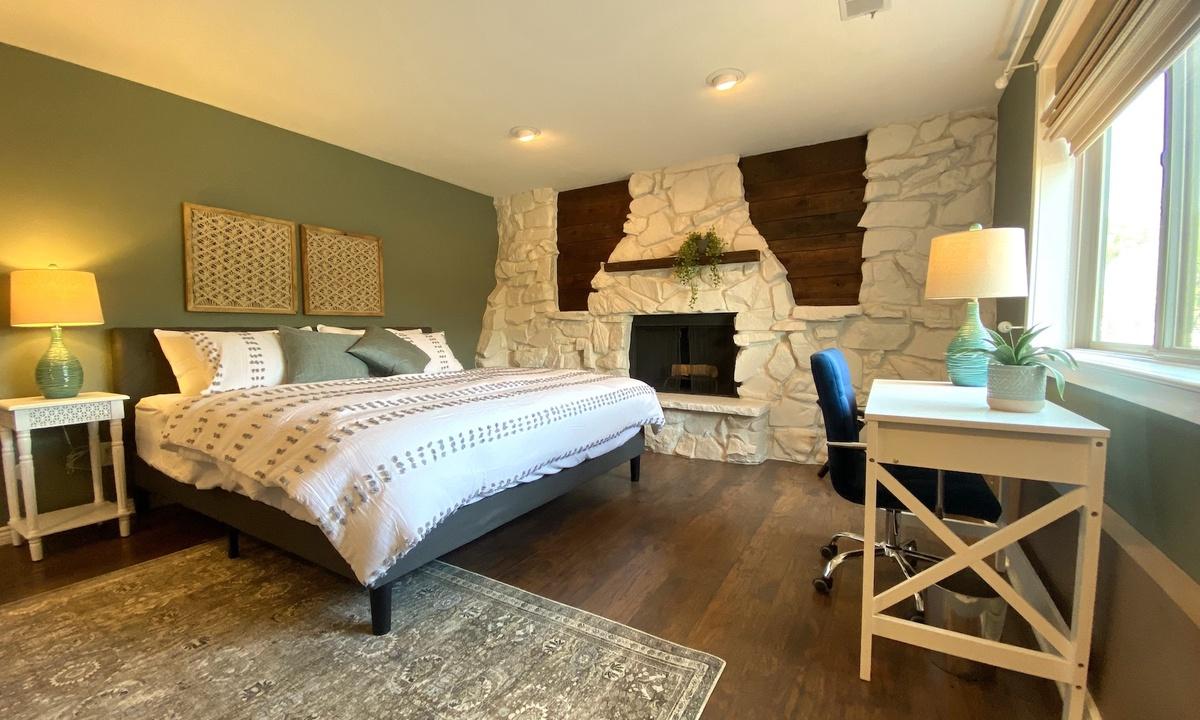 Bedroom 3: King. Downstairs