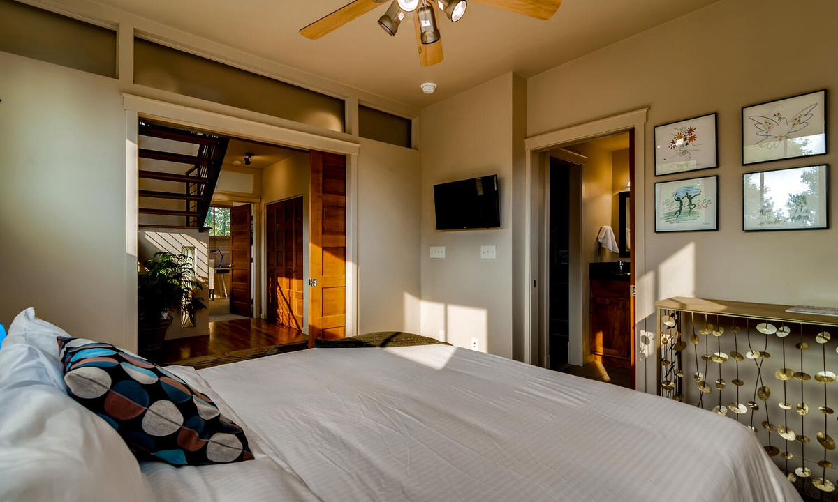 Master Bedroom 1: King bed with ensuite bath