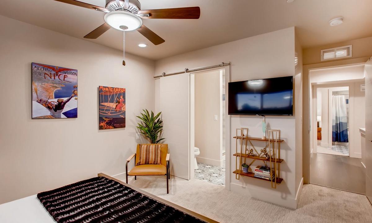 Bedroom 1: 2nd floor king master bedroom
