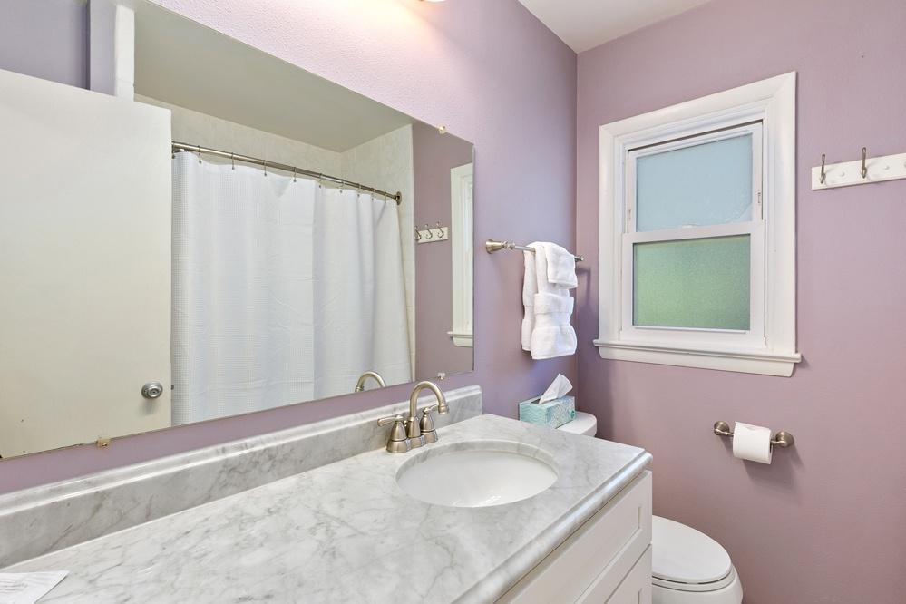 Bathroom 2: Full bath with tub/shower combo