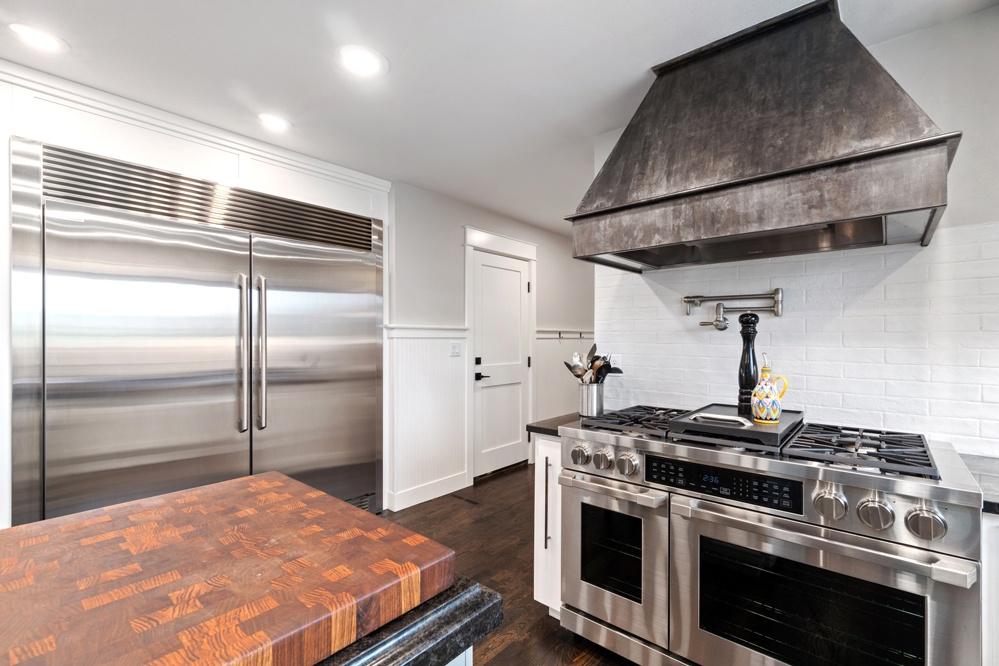 Main floor chef's kitchen