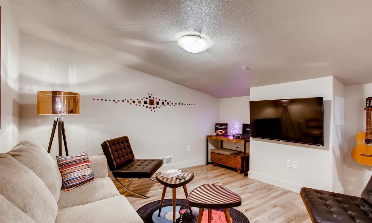 3rd Floor Family Room
