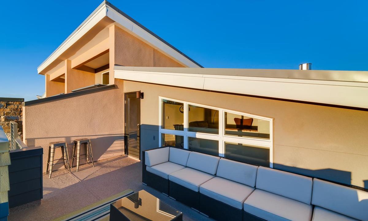 3rd floor rooftop terrace