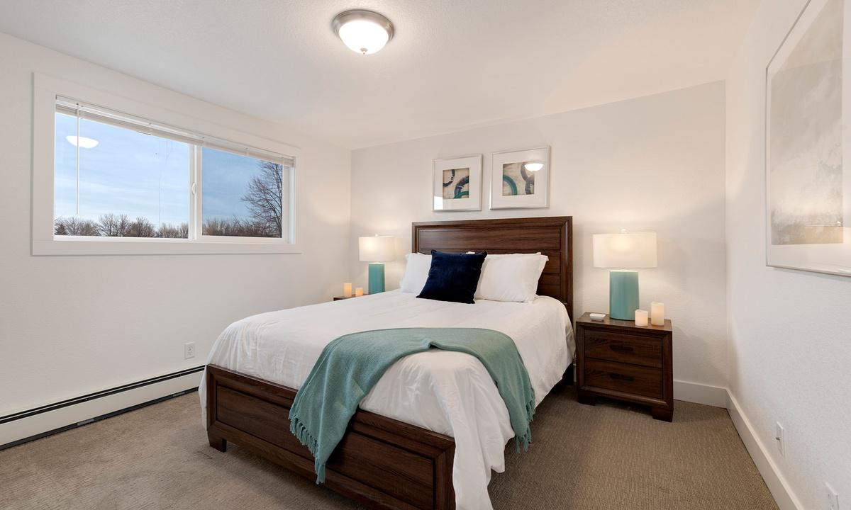 Bedroom 2: Queen (Upstairs)