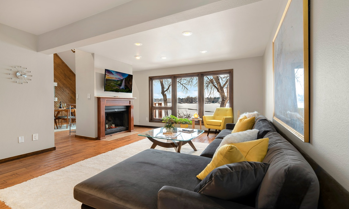 Living Area with Smart TV and view of Lake