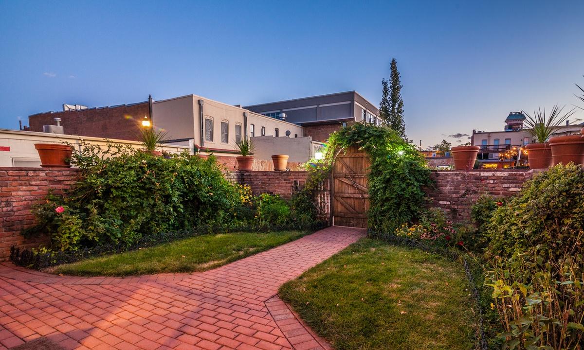 Outdoor patio/courtyard