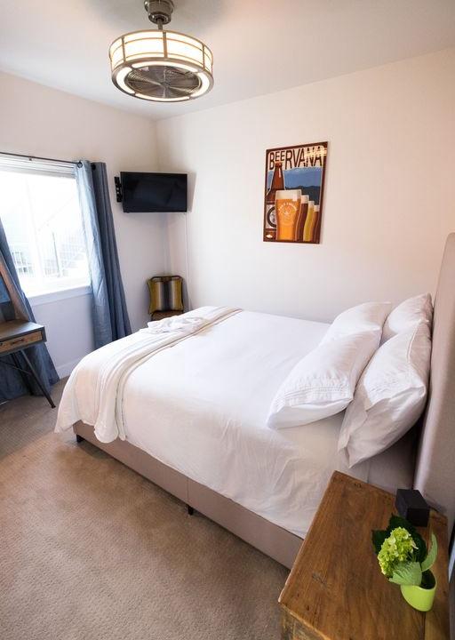 Queen bedroom 2 upstairs