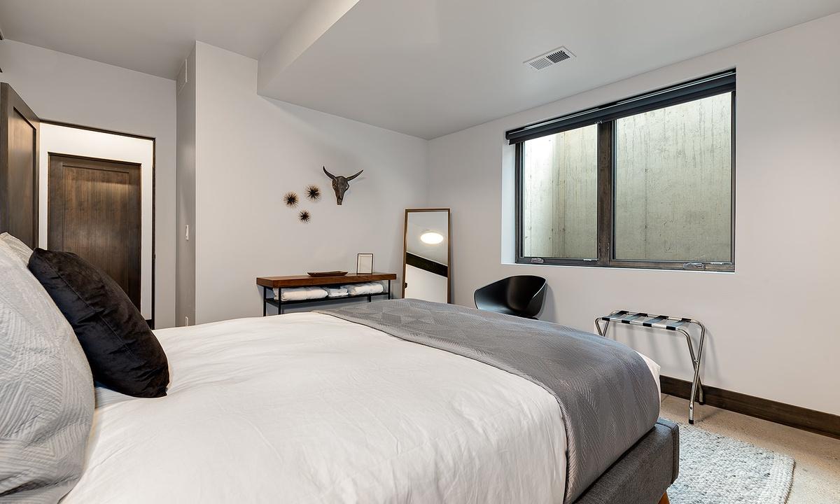 bedroom 4: Queen bed downstairs