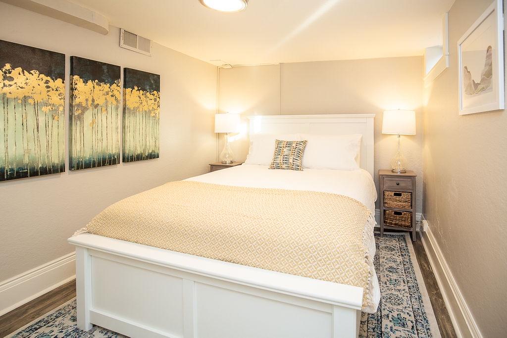 Bedroom 1: Queen