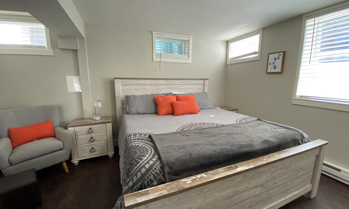 Queen bedroom 1 with ensuite bath