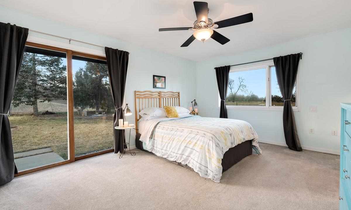 Queen bedroom 1 with slider
