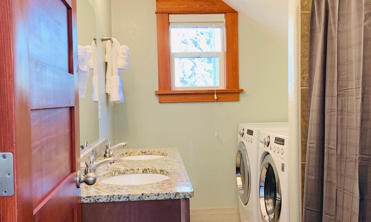 Full bathroom on main level with laundry