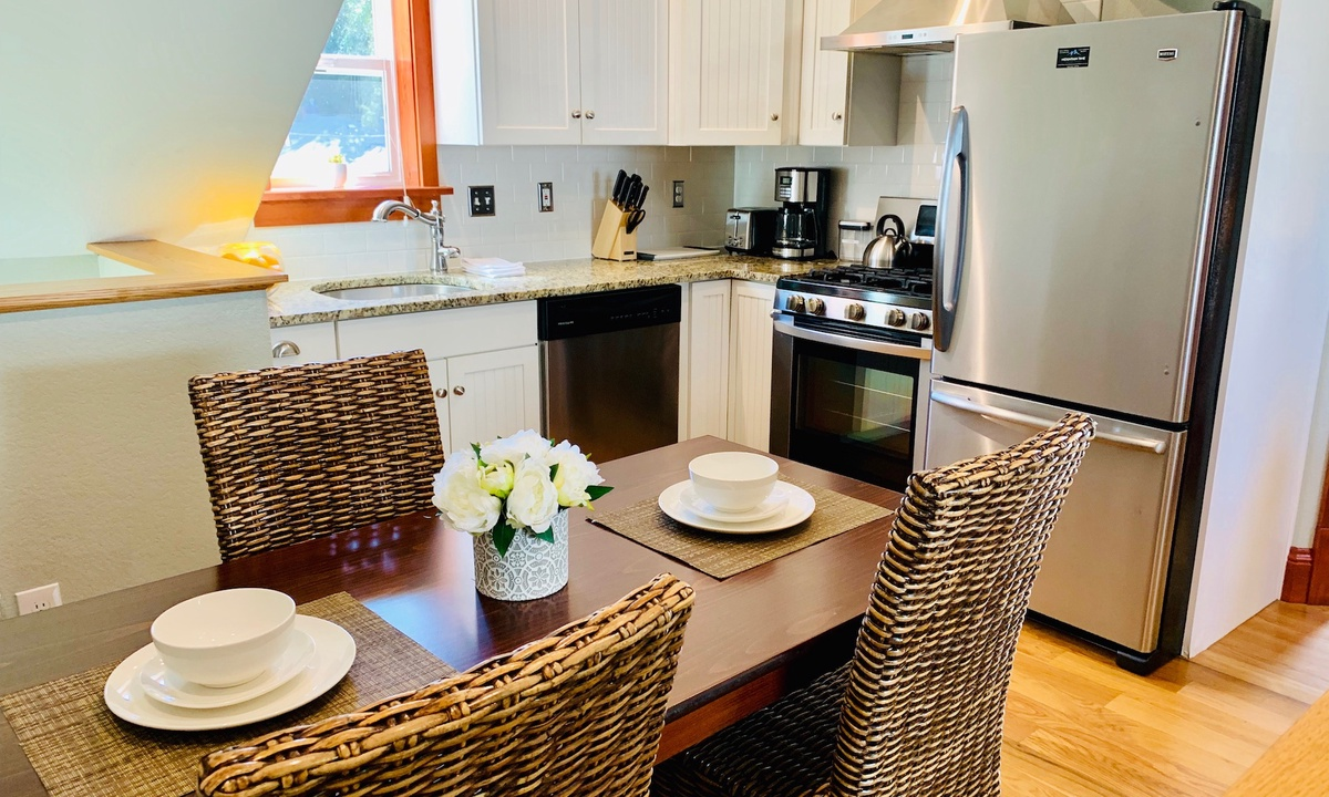 Dining for 4 and Kitchen