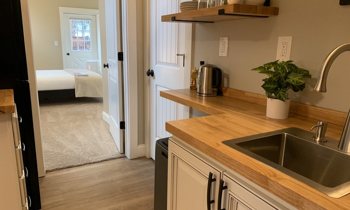 Gorgeous Guest Suite! Walk to Old Town & CSU! | Photo 7