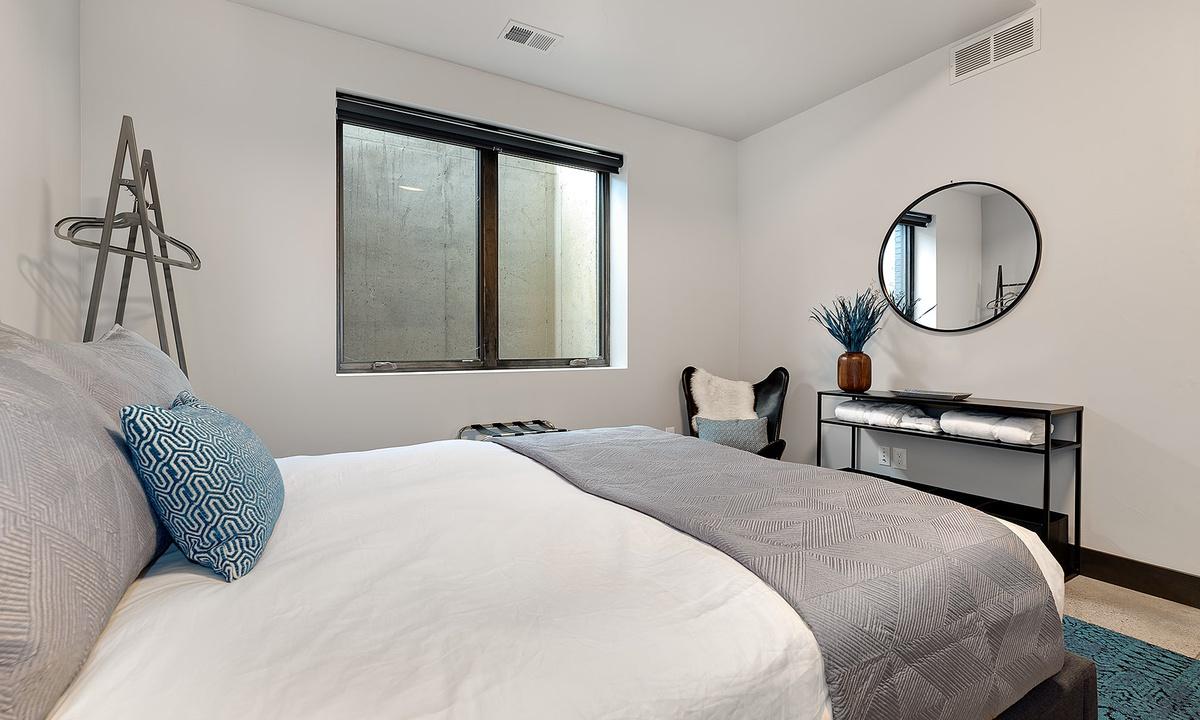 bedroom 3: queen bed downstairs