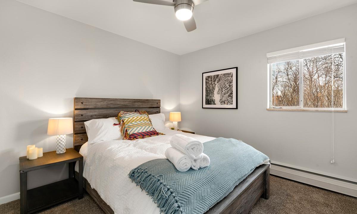 Bedroom 1 : queen