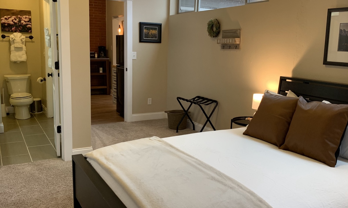 Gorgeous Guest Suite! Walk to Old Town & CSU! | Photo 16