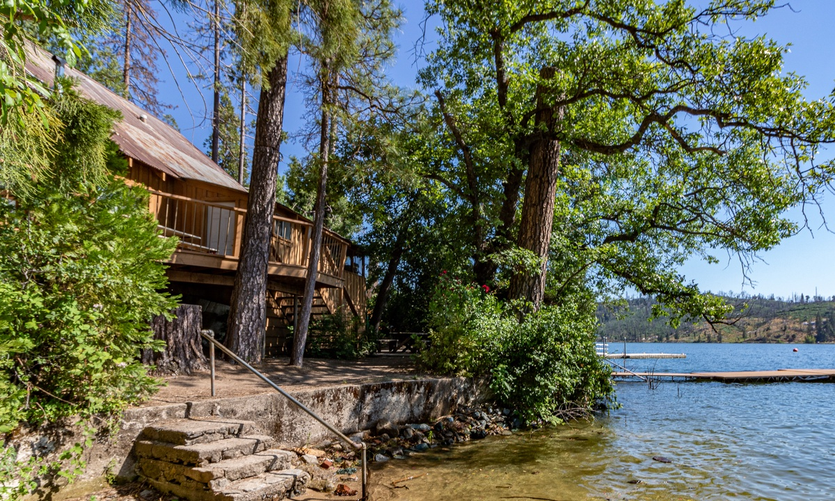 Dupzyk Lakefront Cabin