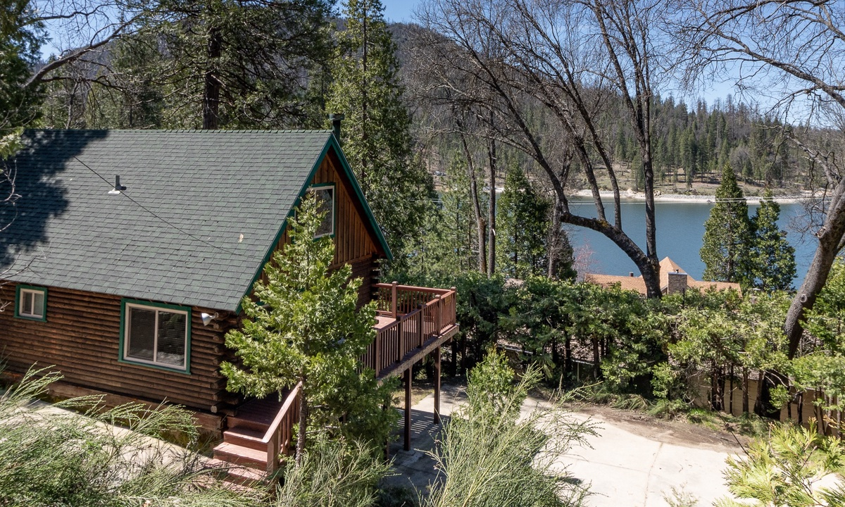 Harris Lakeview Cabin