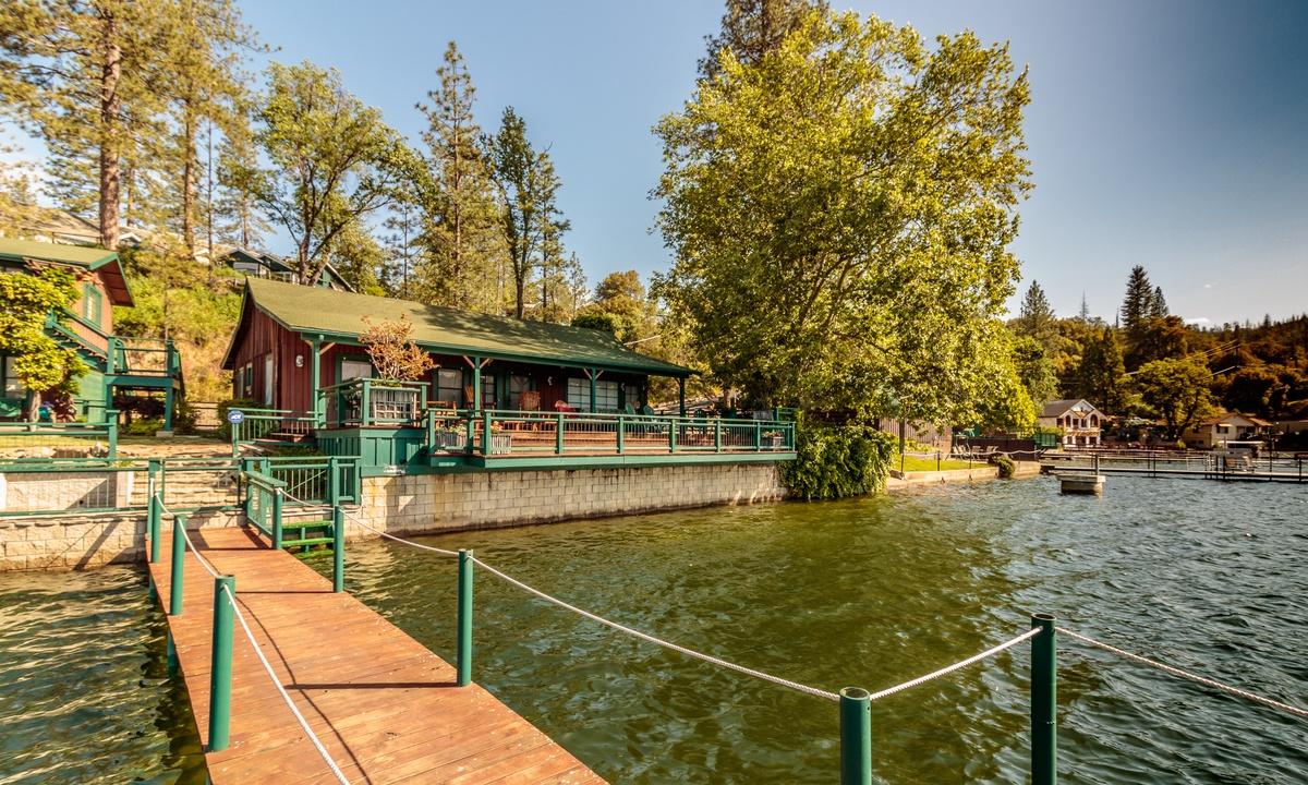 Rothman Lakefront