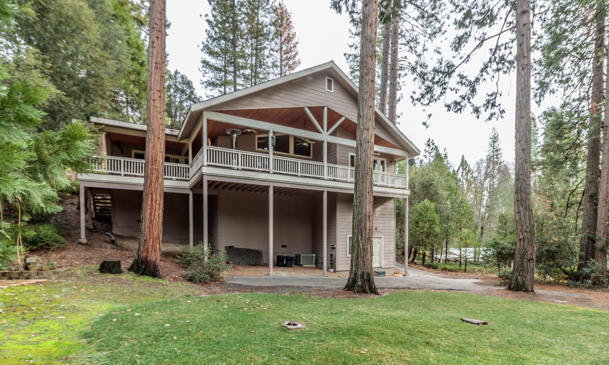 Bass Lake Cedar Vista Retreat