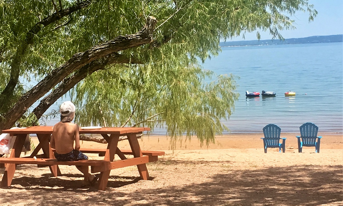 Lakefront Cabin 10